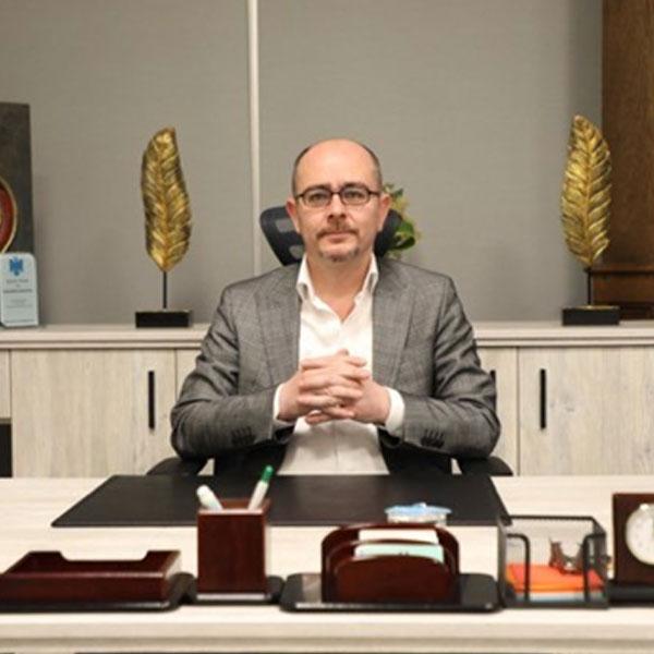 الدكتور آمانج جلال نامق