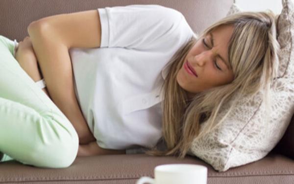 الأسباب الطبية لألم المعدة في الصباح